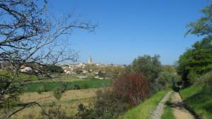 Vue du village de Caux dans l'Hérault