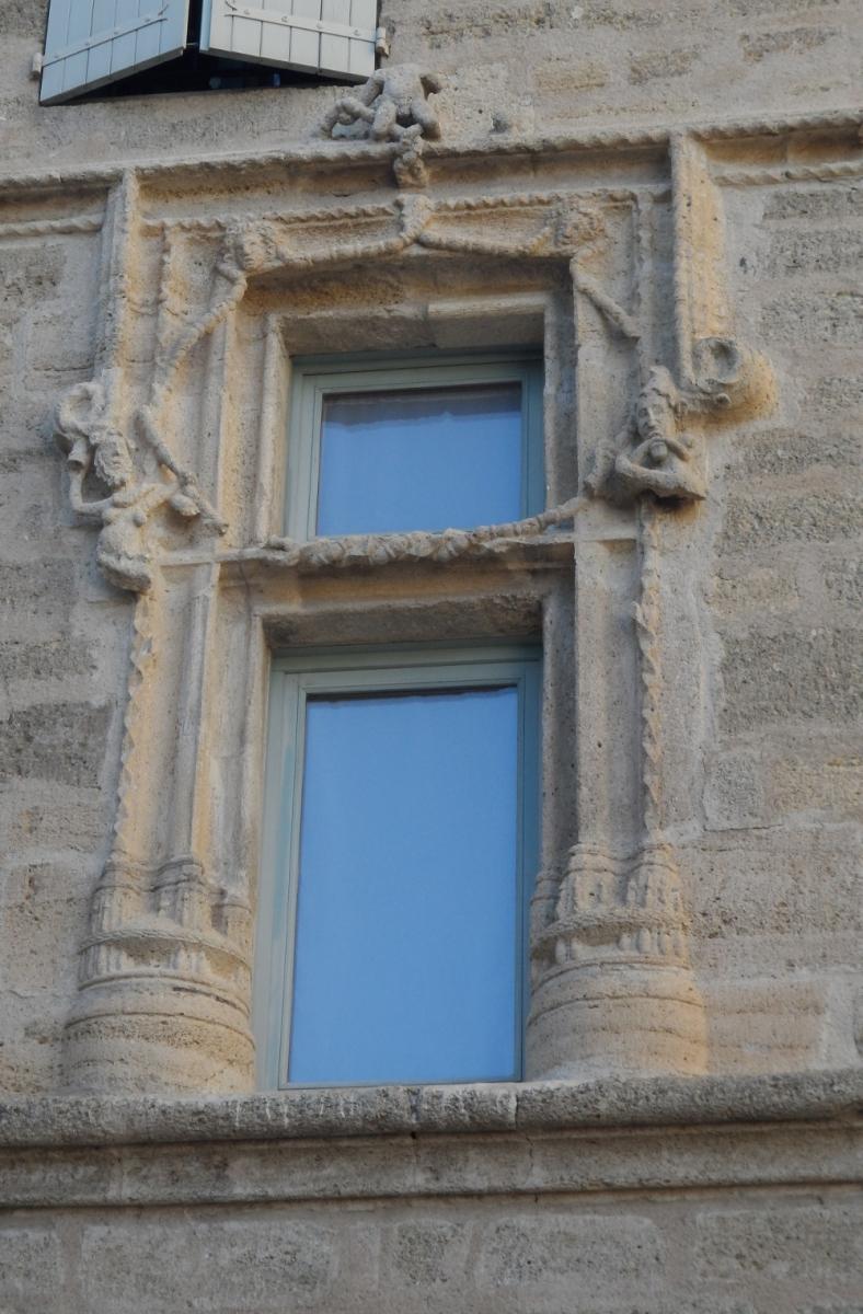 Caux 34720 dans le Languedoc Hérault  | une fenetre
