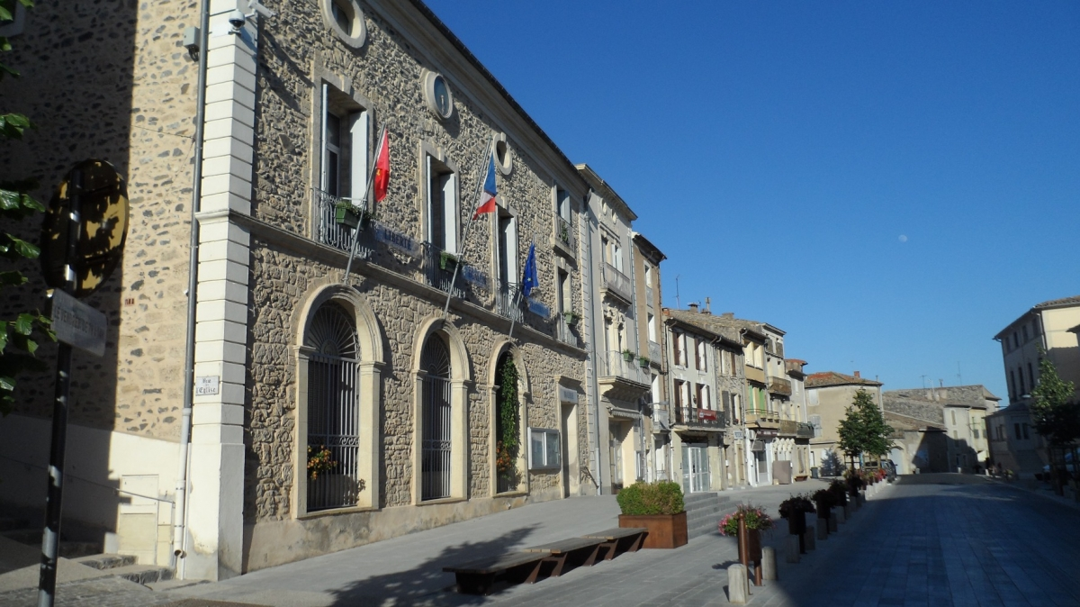 Caux 34720 dans le Languedoc Hérault  | La mairie