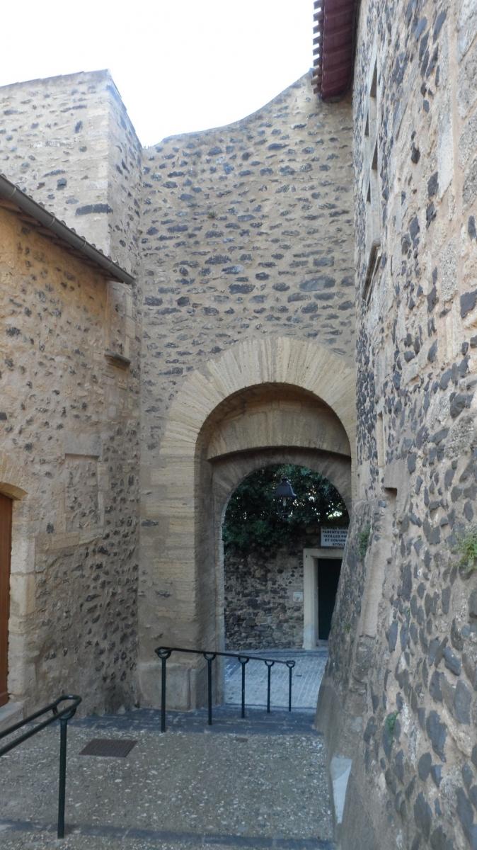 Caux 34720 dans le Languedoc Hérault  | porte de la ville
