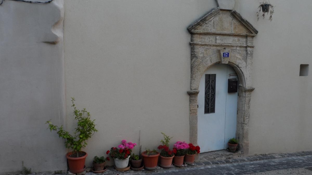 Caux 34720 dans le Languedoc Hérault  | une porte