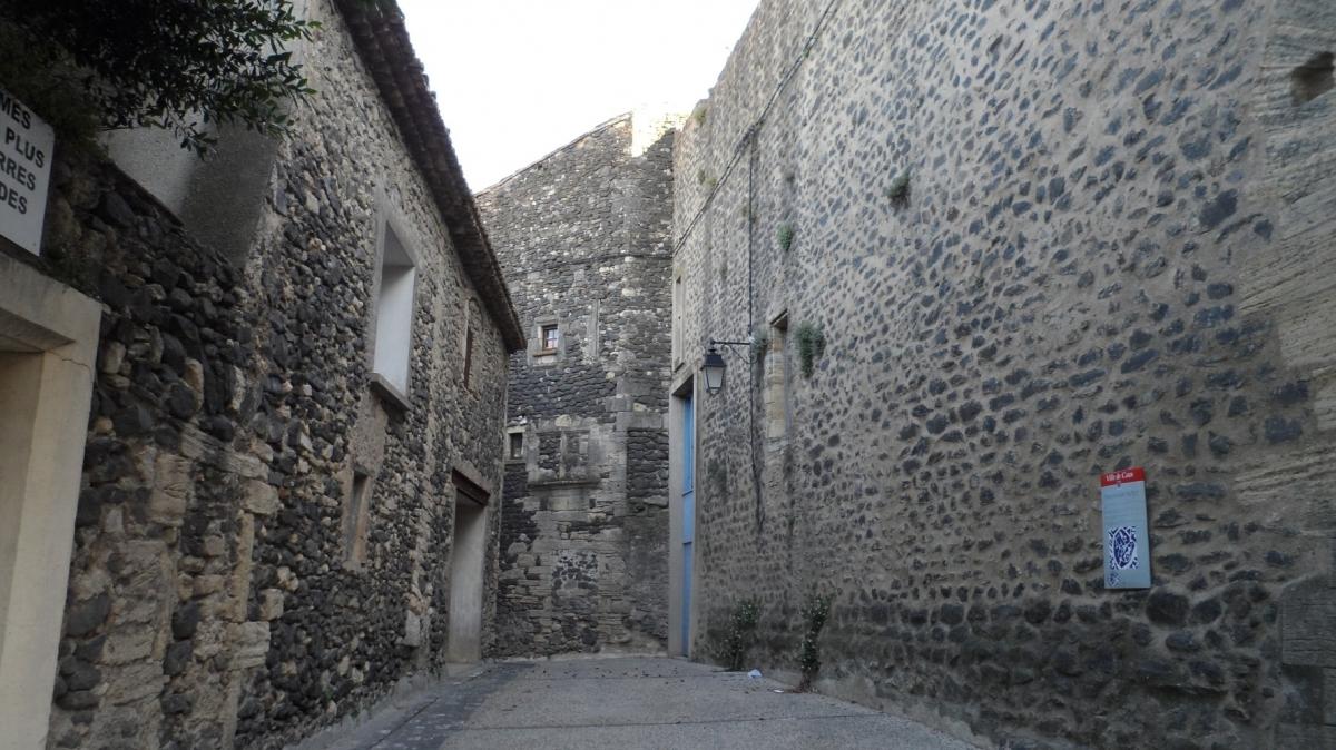 Caux 34720 dans le Languedoc Hérault  | Les remparts